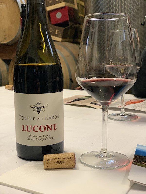 Lucone_vino_rosso